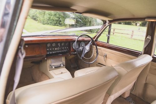 Jaguar Mk2 interior in cream